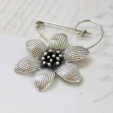 Swirl pin flower brooch